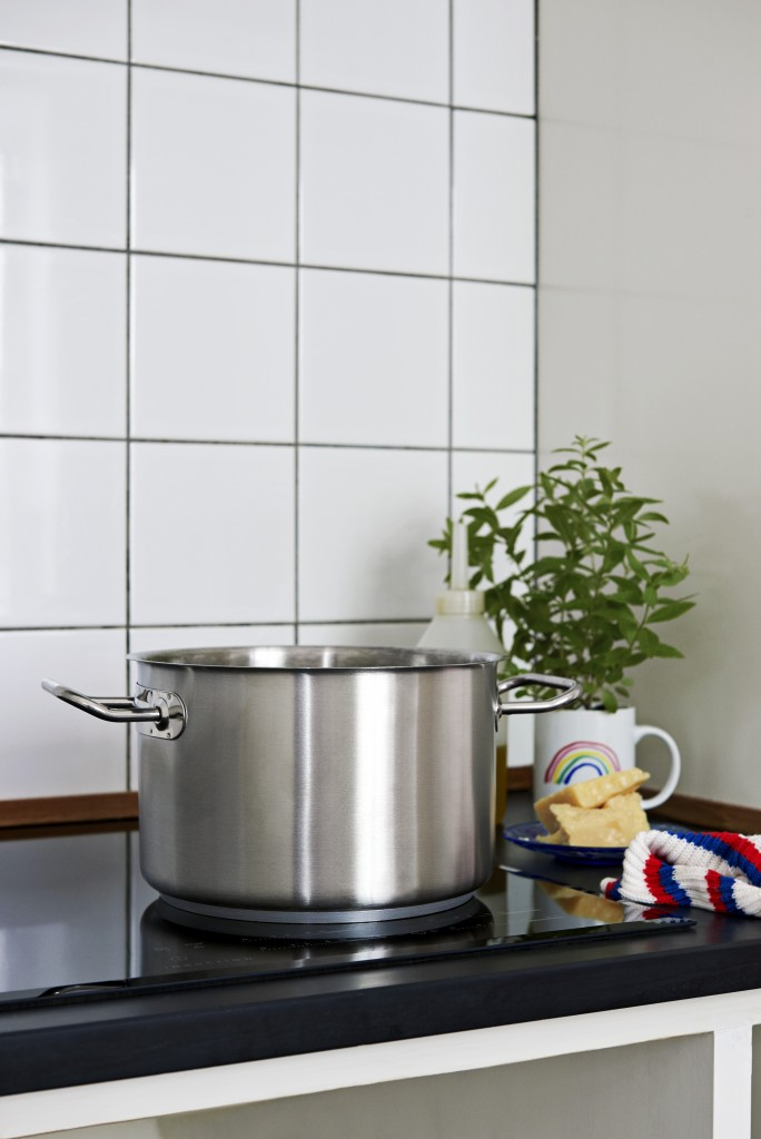 Deep Casserole_White Mug Rainbow_Kitchen Cloth